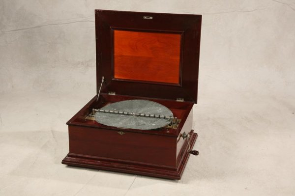 1139: FOUR COMB MUSIC BOX. Mahogany box with ogee mol