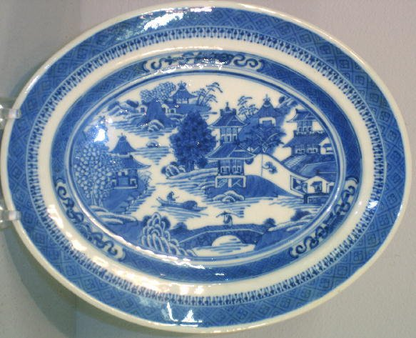 12: NANKING PLATTER. Small oval platter with good detai