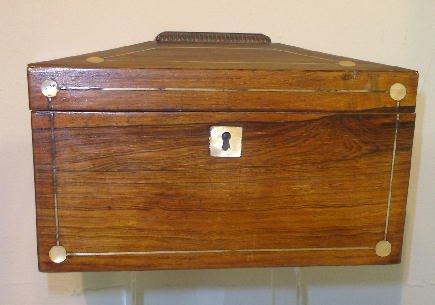 22: INLAID TEA CADDY. Rosewood veneer with inlaid mothe