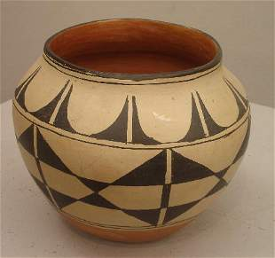 SANTO DOMINGO POTTERY JAR. Black design on dark ta