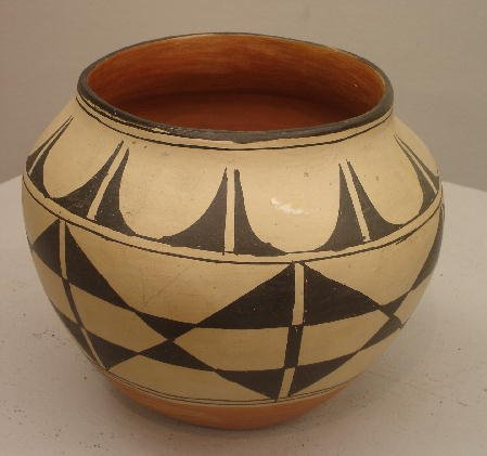 831: SANTO DOMINGO POTTERY JAR. Black design on dark ta