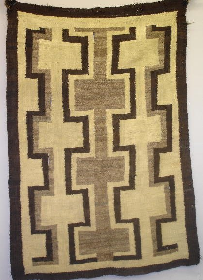 836: TRANSITIONAL PERIOD NAVAJO RUG. Lovely hand cardin