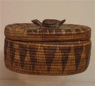 UNUSUAL COVERED BASKET WITH CARVED BIRD ON LID. An