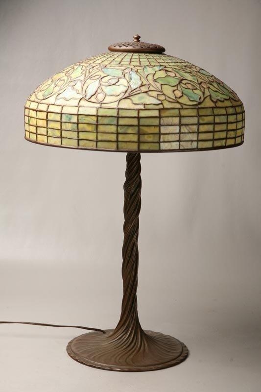 184: TIFFANY STUDIOS OAK LEAF TABLE LAMP.
