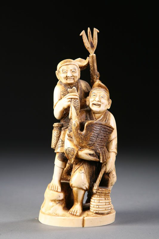 412: IVORY CARVING OF FISHERMAN.