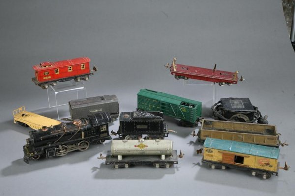"""1006: TEN LIONEL TRAIN CARS. 262"""" engine and tender. """"1"""