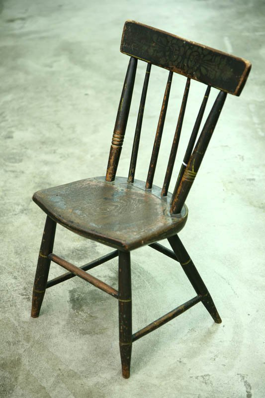 1010: CHILD'S WINDSOR CHAIR. Decorated with old brown p