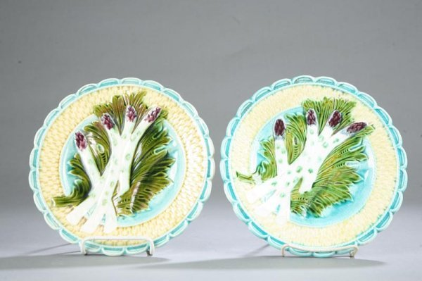 1016: TWO MAJOLICA PLATES. Matching plates with scallop