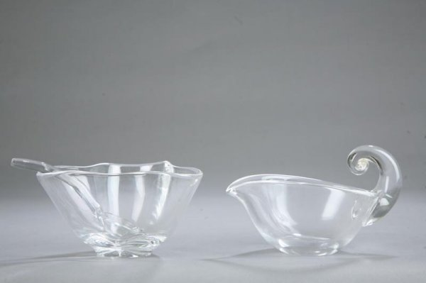 1021: TWO PIECES OF STEUBEN. Gravy boat with curled han