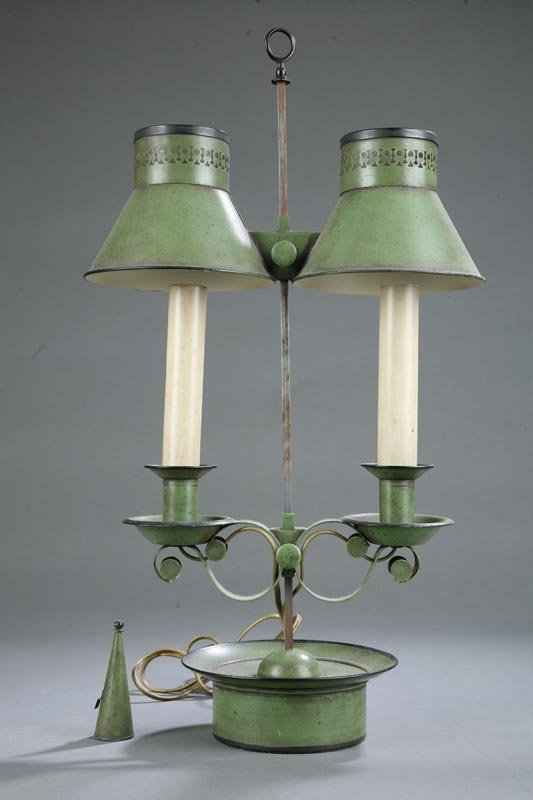 1022: TOLE TABLE LAMP. Double lamp with green and black