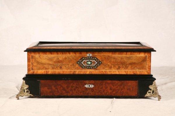 1067: SWISS MUSIC BOX. Possibly by Pallard. Case is inl