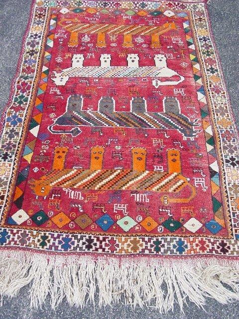 438: ORIENTAL RUG. Contemporary Shiraz with f