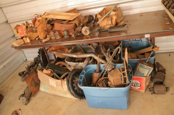 427: ASSORTED BOXES OF FORD PARTS, NUTS AND BOLTS.