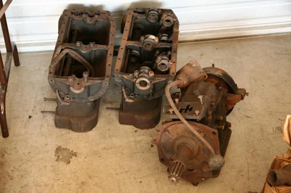 438: TWO FORD 4-CYLINDER ENGINES.