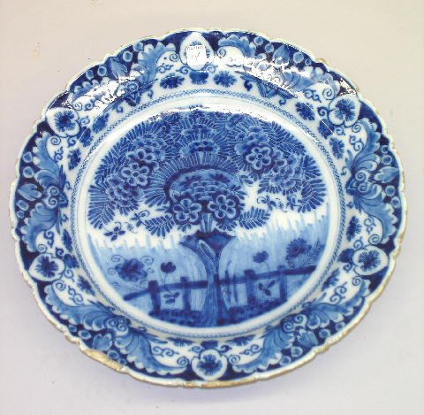 14: IMPRESSIVE ENGLISH DELFT CHARGER. Tea tree design w