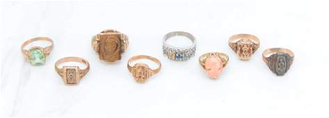 EIGHT VINTAGE GOLD RINGS.