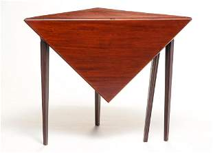 NEW ENGLAND TRANSITIONAL CORNER TABLE.