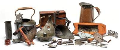 GROUP OF KITCHEN ITEMS.