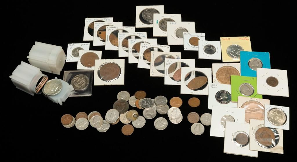 LARGE GROUP OF MOSTLY AMERICAN COINS