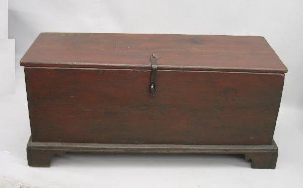 433: SMALL EARLY BLANKET CHEST. Attributed to the Mohaw