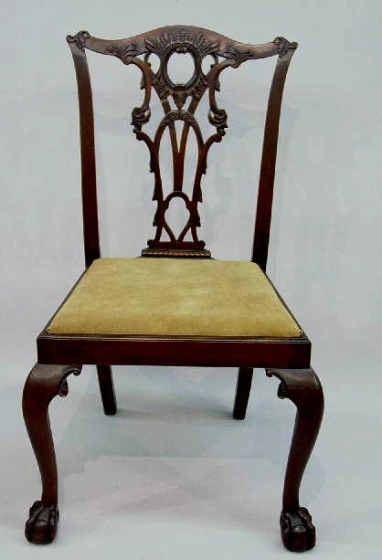 9: SET OF FOUR CHIPPENDALE STYLE SIDE CHAIRS.