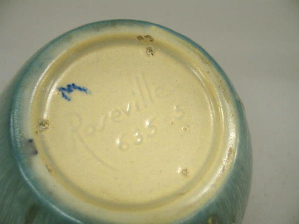 1003: ROSEVILLE MOSS HANDLED BOWL. Ivory to blue glaze. - 2