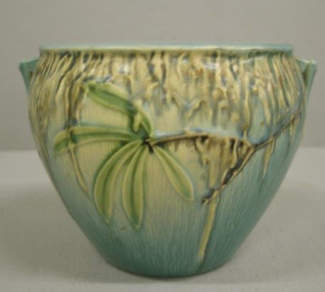 1003: ROSEVILLE MOSS HANDLED BOWL. Ivory to blue glaze. - 4