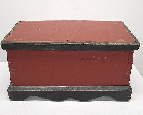 10: MINIATURE BLANKET CHEST. Pine with plum red paint,
