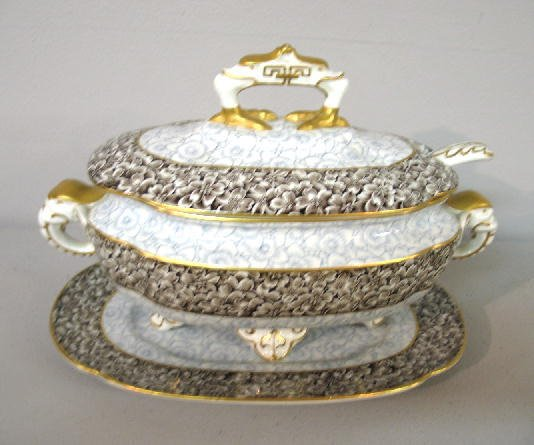 """16: """"ROYAL WORCESTER"""" TUREEN AND UNDERPLATE. Floral tra"""