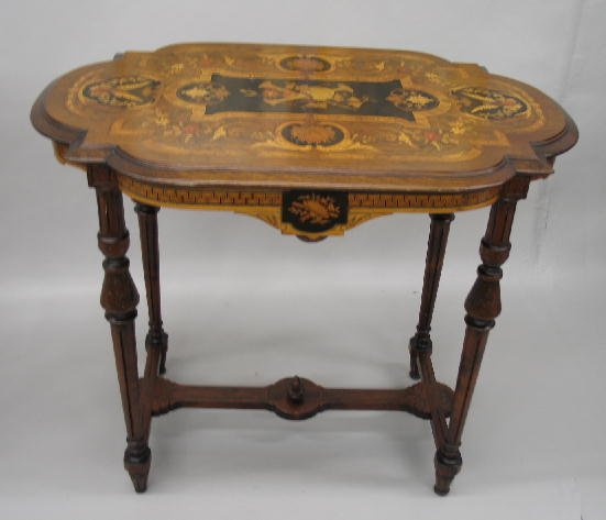 18: FRENCH STYLE TABLE WITH MARQUETRY INLAY. Walnut wit