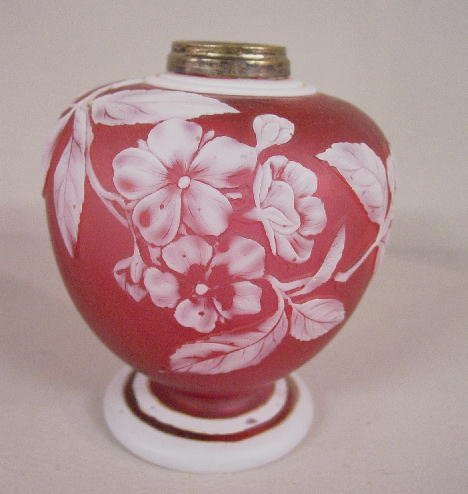492: ENGLISH CAMEO LAMP. Small urn shaped lam