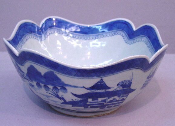 14: CANTON BOWL. Medium blue on white decorat