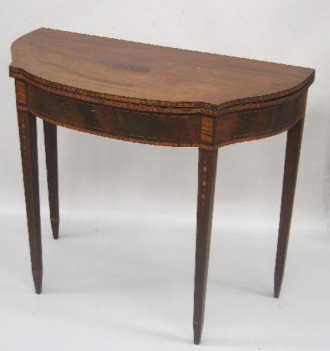 4: FEDERAL INLAID CARD TABLE. Mahogany and mahogany ven