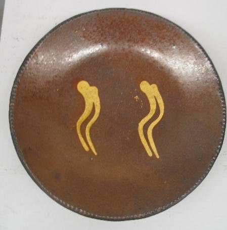 23: REDWARE PIE PLATE. Coggled rim. Wavy lines in yello