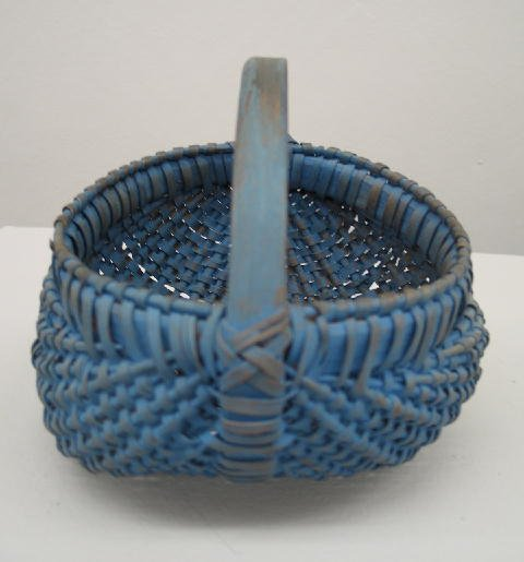11: SMALL BUTTOCKS BASKET. Attributed to Tennessee. Blu