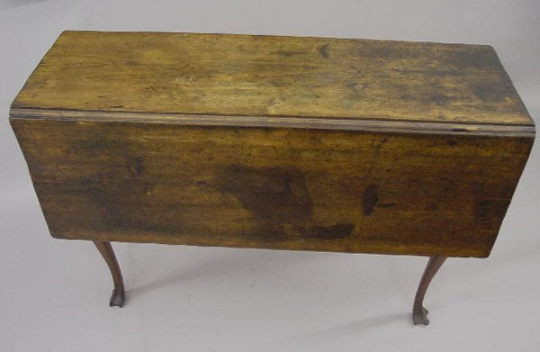 389: QUEEN ANNE DROP LEAF TABLE. Maple with an old dark