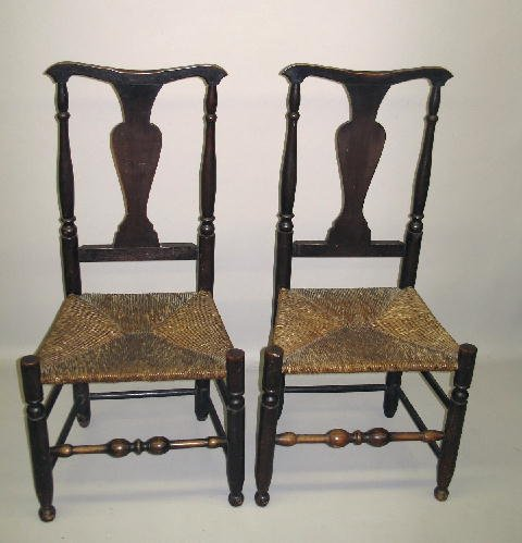 18: PAIR OF COUNTRY QUEEN ANN SIDE CHAIRS. Yoked crest