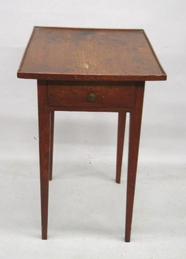 413: COUNTRY HEPPELWHITE STAND. Pine with red stain. On