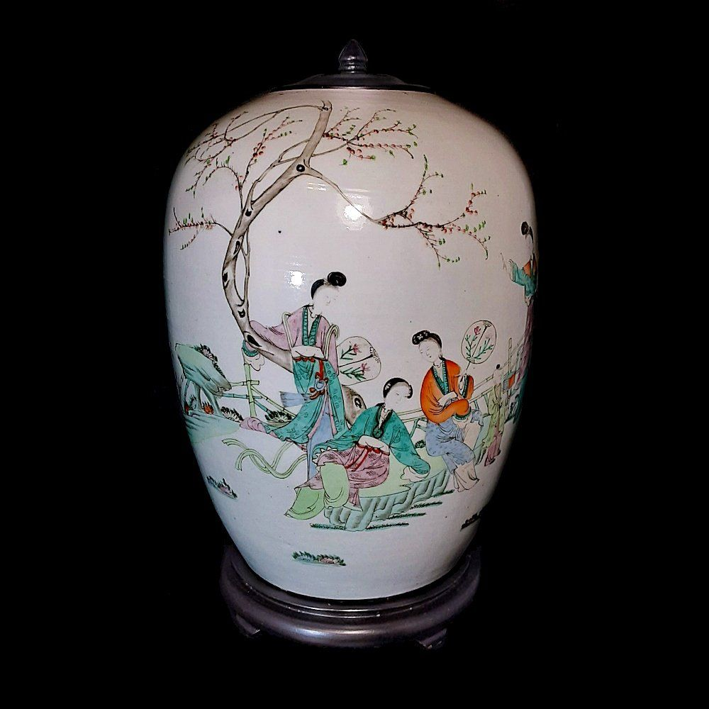 LARGE ANTIQUE CHINESE VASE FAMILLE ROSE PEOPLE QING