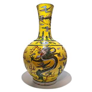 VERY LARGE KANGXI BOTTLE VASE YELLOW IMPERIAL DRAGON