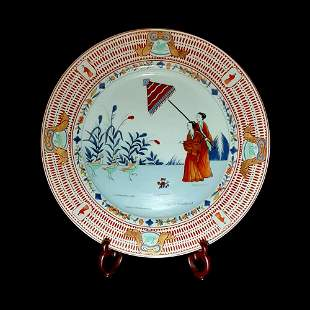 CHINESE EXPORT FAMILLE ROSE DAME AU PARASOL CHARGER