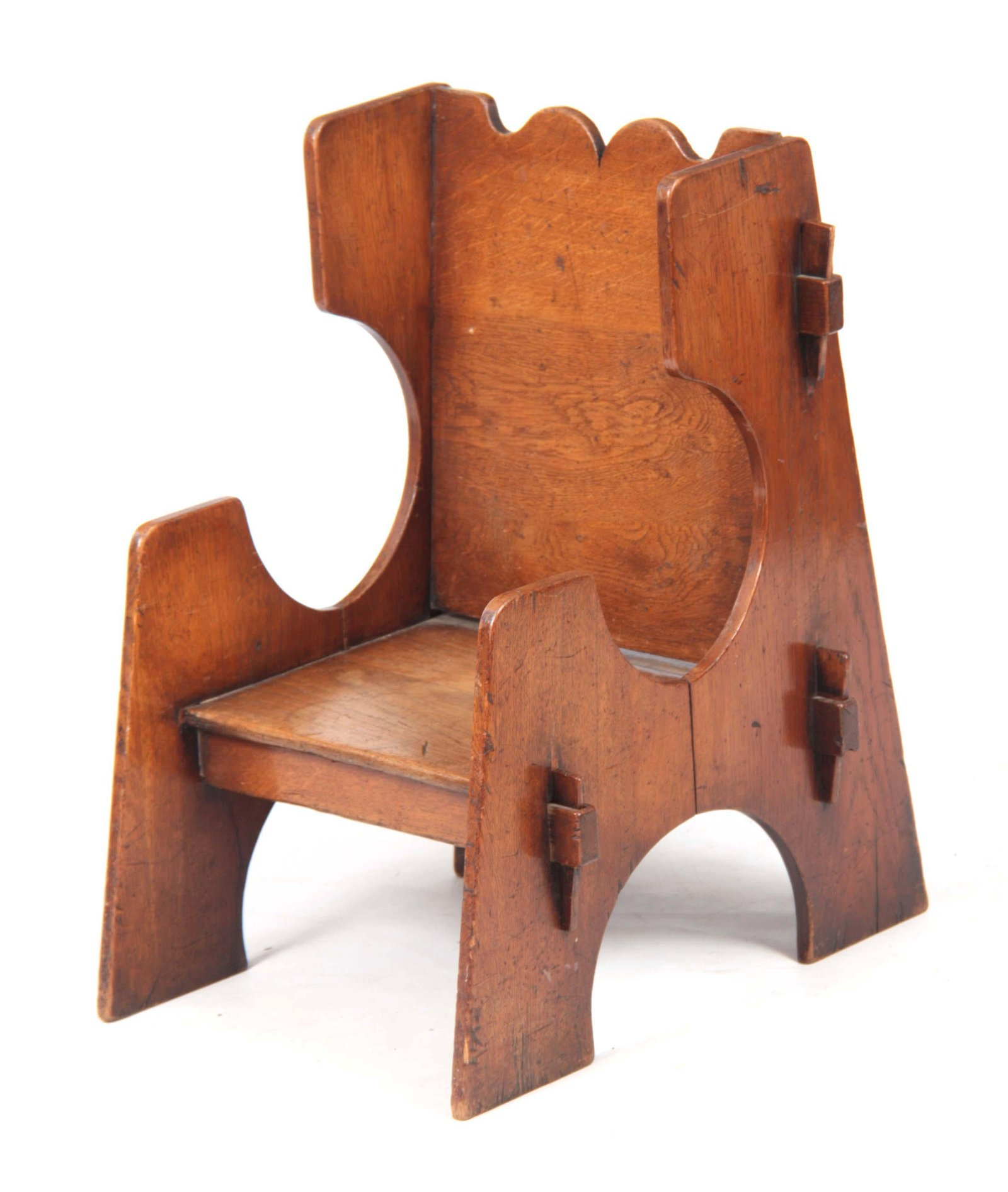 A STYLISH ARTS AND CRAFTS OAK CHILDS CHAIR with pe