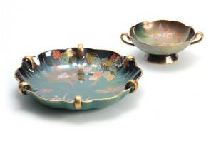 TWO PIECES OF 20TH CENTURY CARLTON WARE VERT ROYALE
