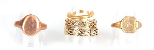 A COLLECTION OF FIVE GOLD RINGS a 9ct rose gold si