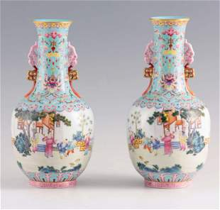 A FINE PAIR OF CHINESE REPUBLIC PERIOD FAMILLE ROSE