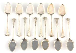 A SET OF TWELVE MID/EARLY 20TH CENTURY ONSLOW PATTERN