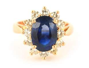 A LADIES 18CT YELLOW GOLD SAPPHIRE AND DIAMOND RING the