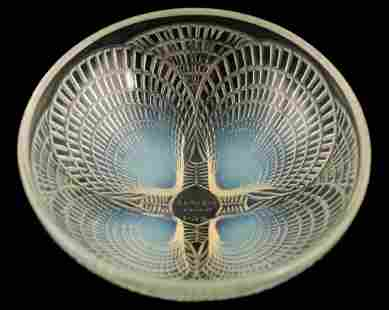 """AN R LALIQUE FRANCE """"COQUILLES"""" CLEAR AND OPALESCE"""
