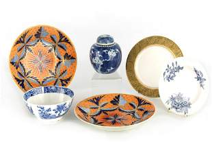 A PAIR OF EARLY DERBY SHALLOW DISHES with vibrant