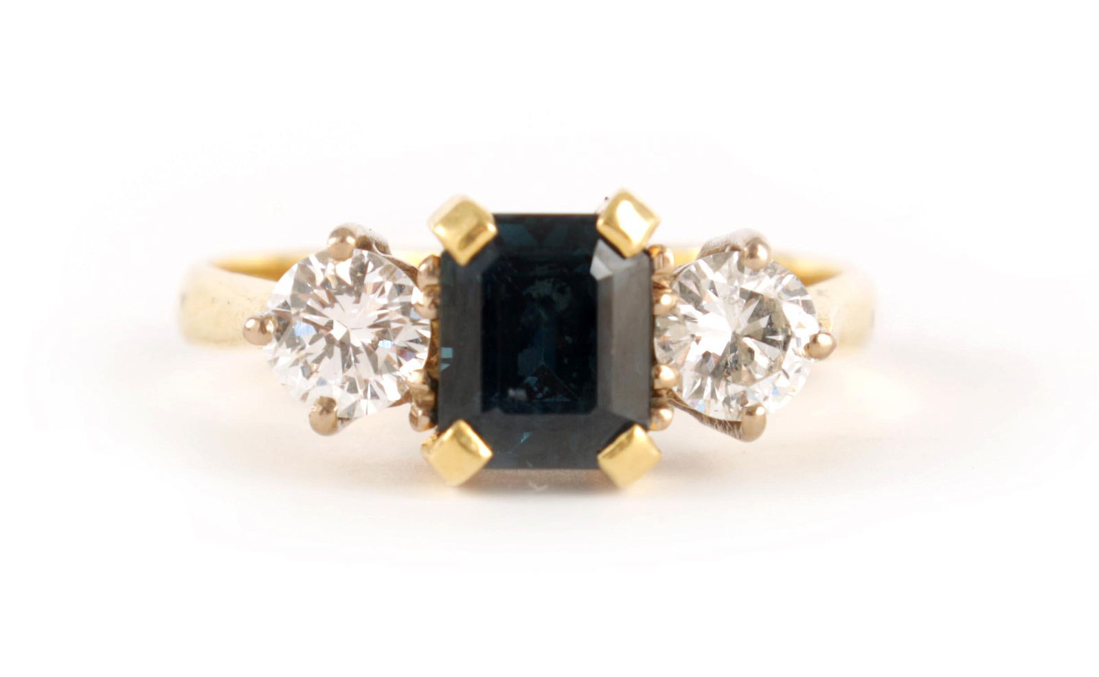 A LADIES 18CT GOLD DIAMOND AND SAPPHIRE RING set w